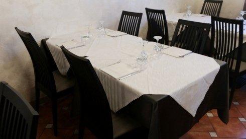 tavolo con biancheria