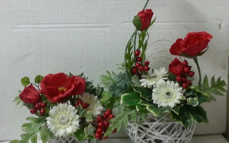 vasi di fiori scorrano