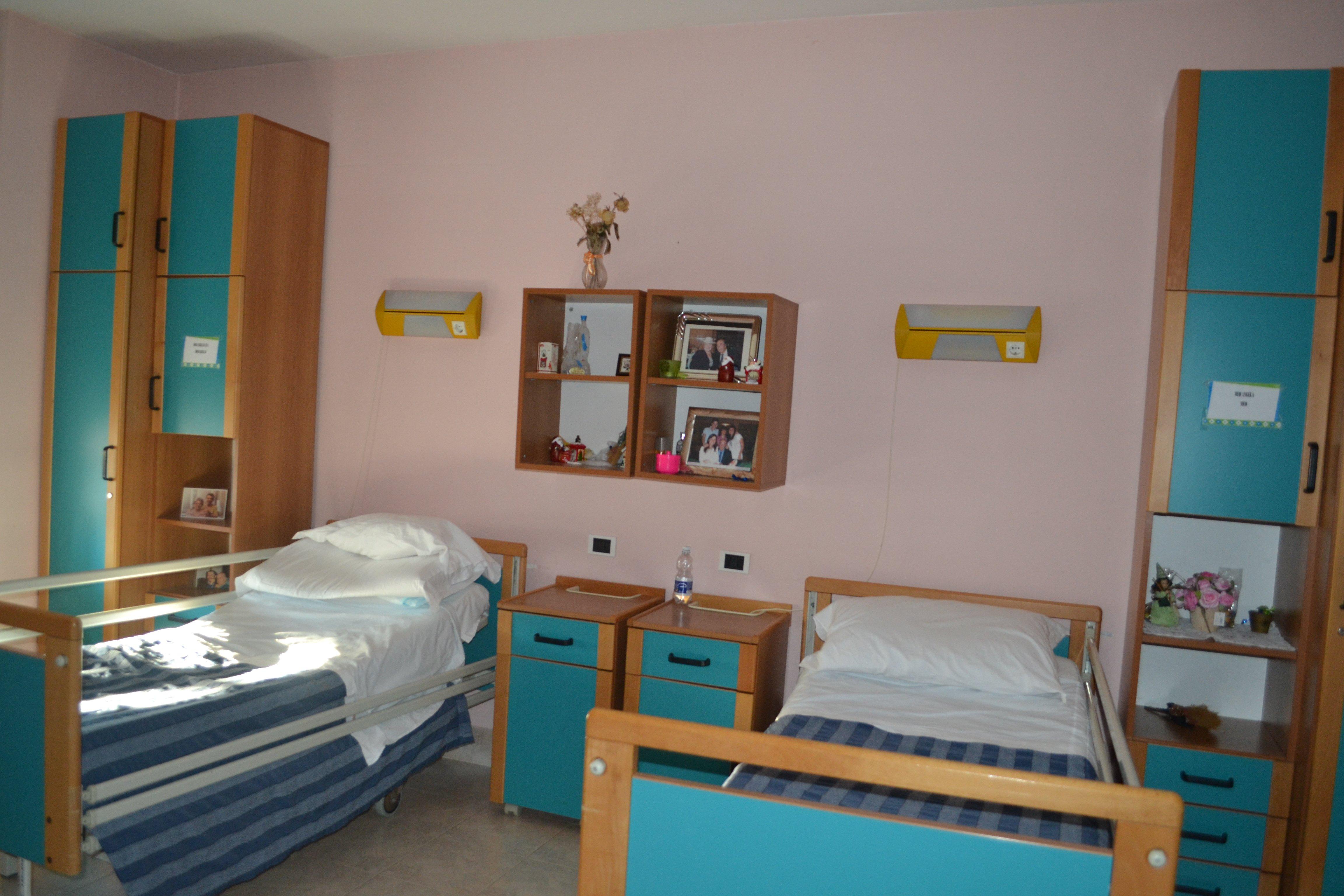 camera con letto azzurro