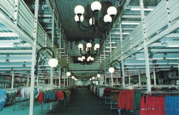 Arredamento centro commerciale con soppalco