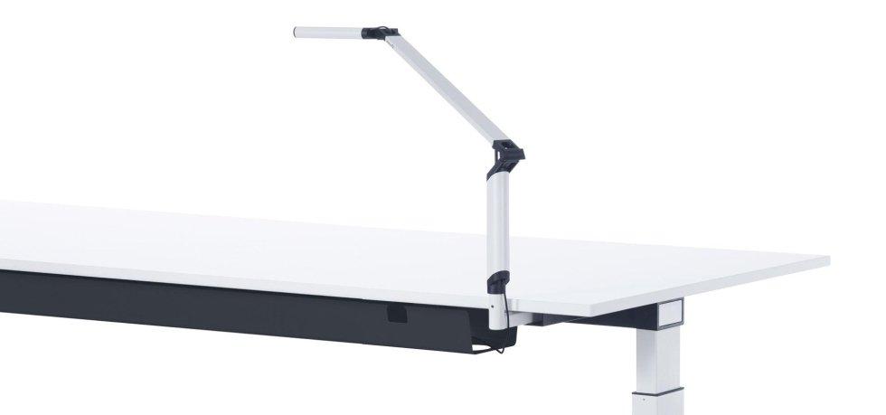 scrivania con lampada