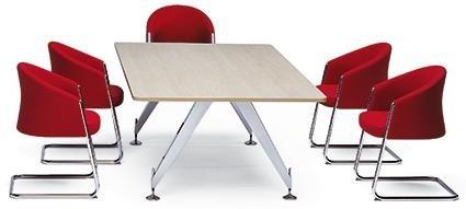 tavolino con sedie rosse