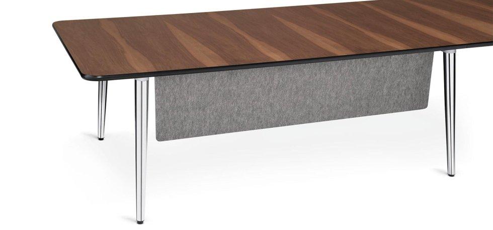 vista frontale scrivania in legno