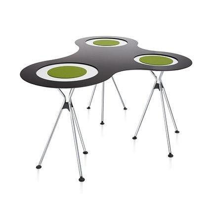 tre tavoli attaccati