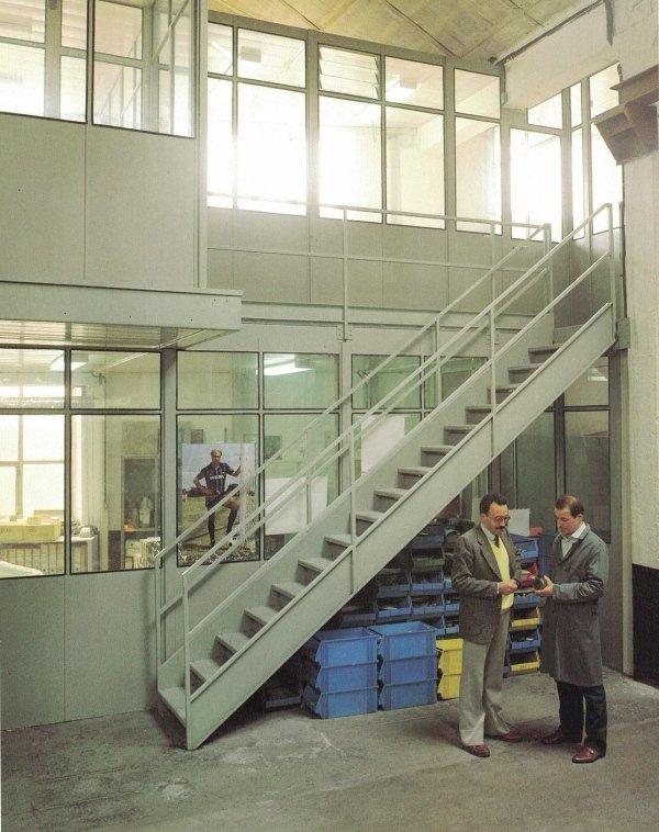 Ufficio di reparto a due piani