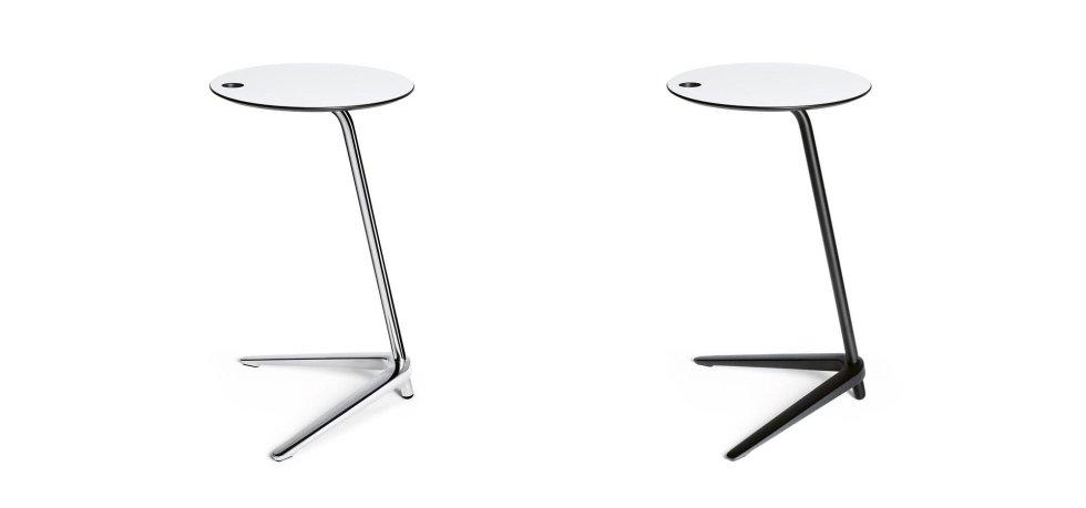 due tavoli bianchi