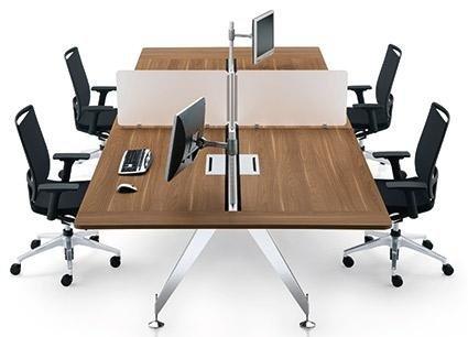 vista laterale di una scrivania