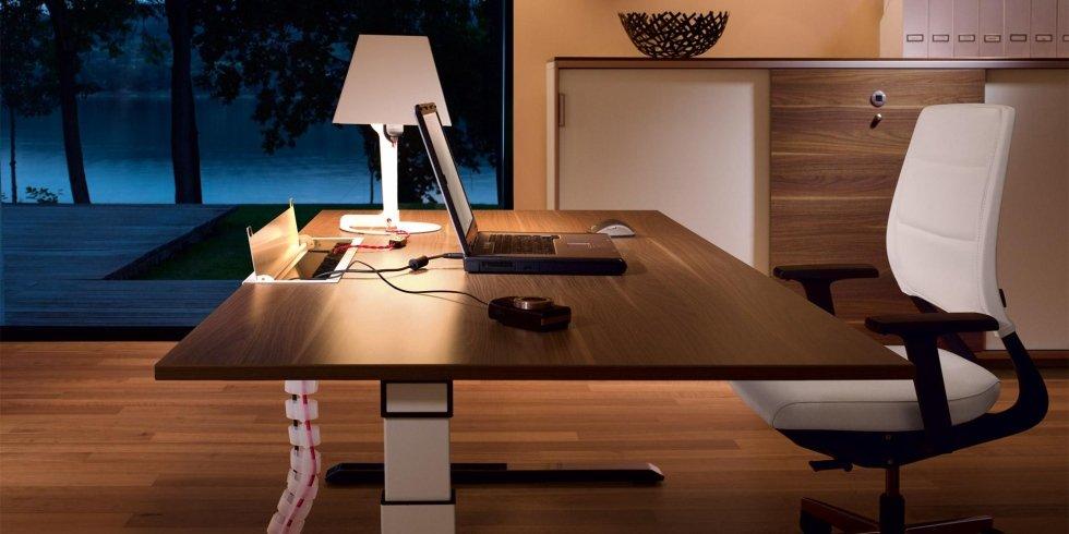 vista laterale scrivania in legno