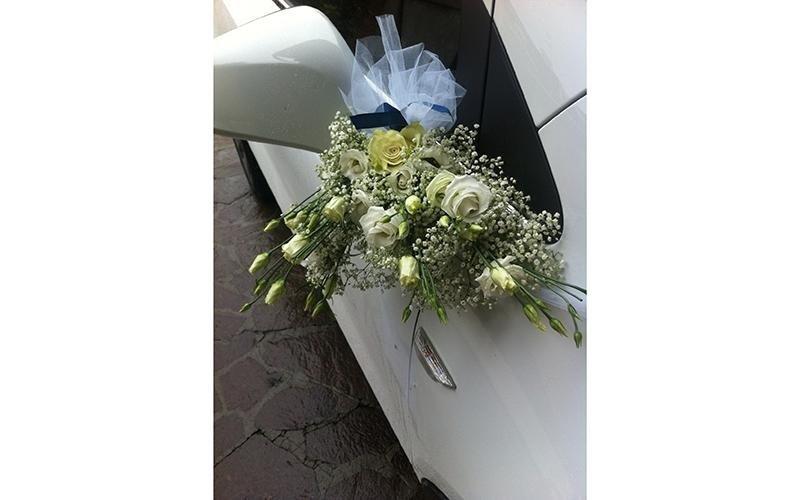 Addobbi floreali auto per matrimoni