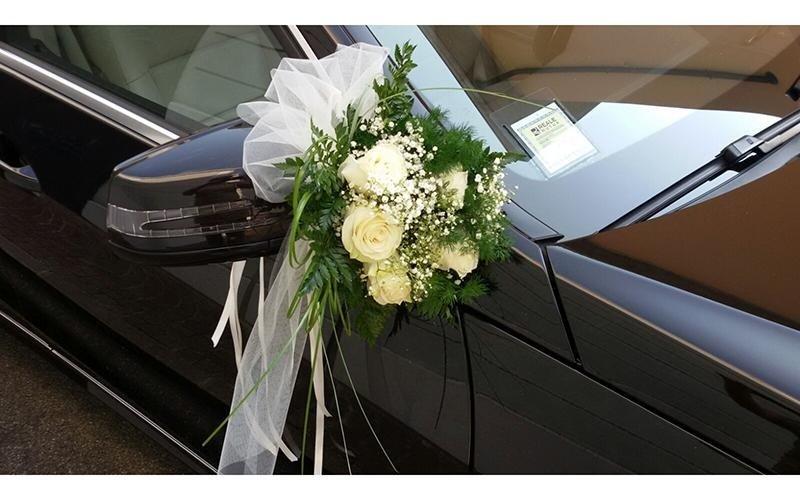 Decorazione floreali auto per matrimoni