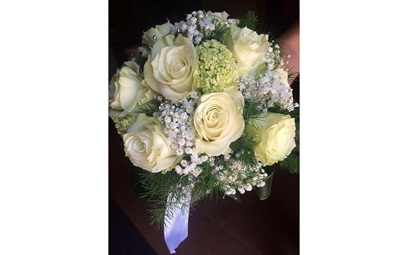 Bouquet sposa roselline bianche