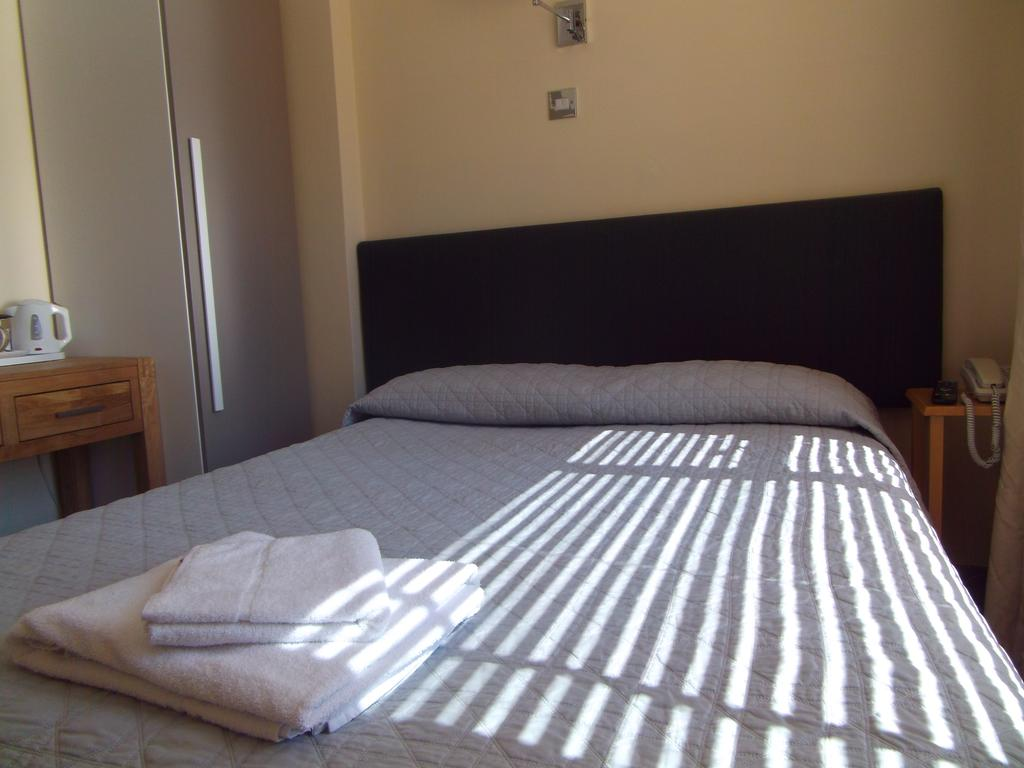 Picture of a bedroom in Victoria House Hotel in Oxford