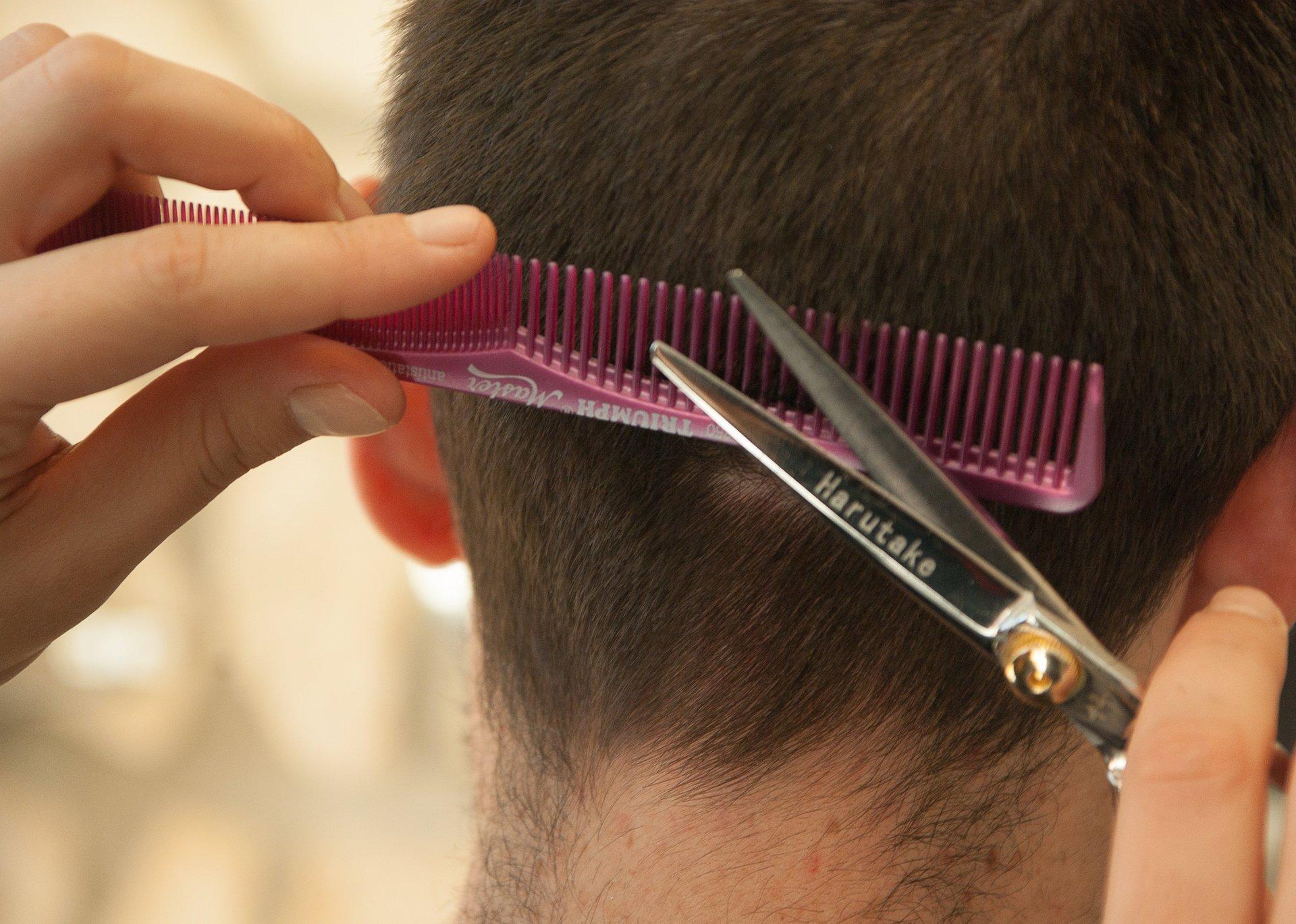 taglio capelli per uomo