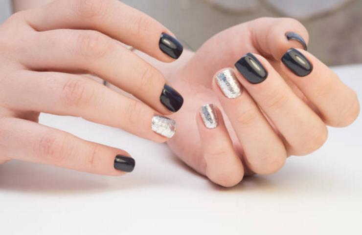 Mani con unghie ricostruzione gel