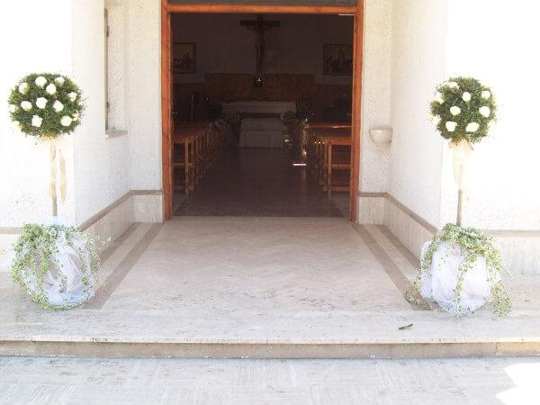 decorazioni esterne alla chiesa