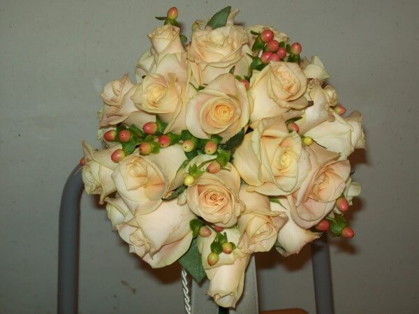 bouquet con rose color champagne