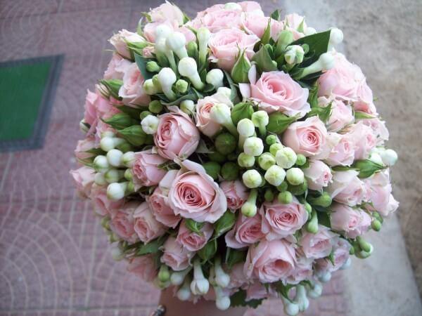 bouquet misto fiori rosa e bianchi