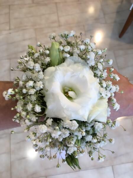 bracciale di fiori bianchi