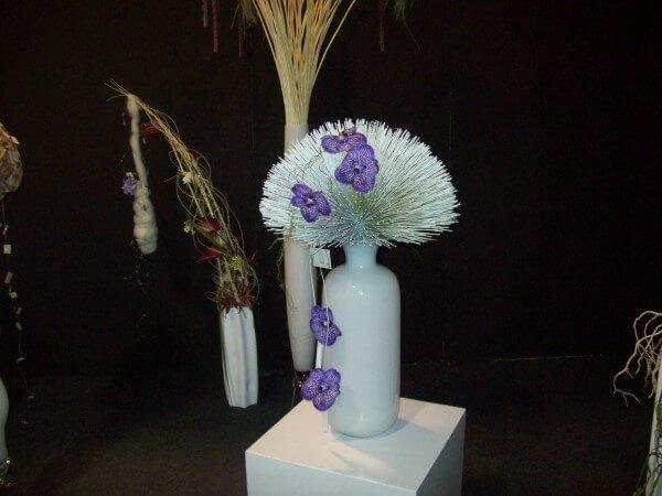 fiori bianchi e viola in vaso