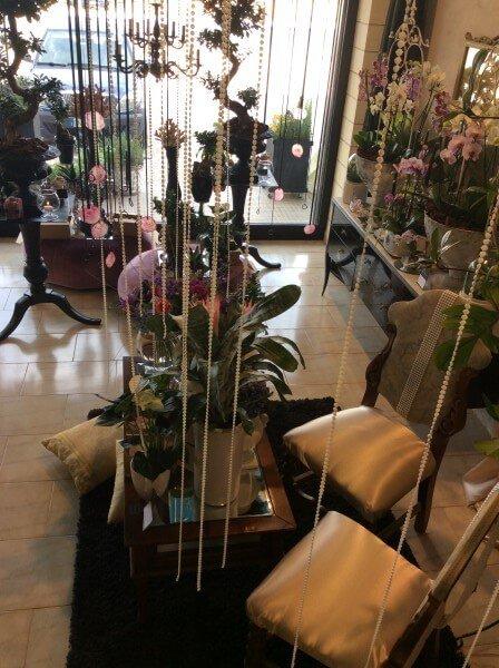 interno del negozio con vista su decorazioni