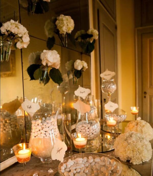 confettata elegante con decorazioni floreali