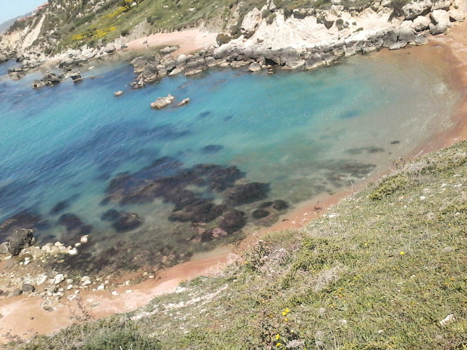 vista del mare e gli scogli