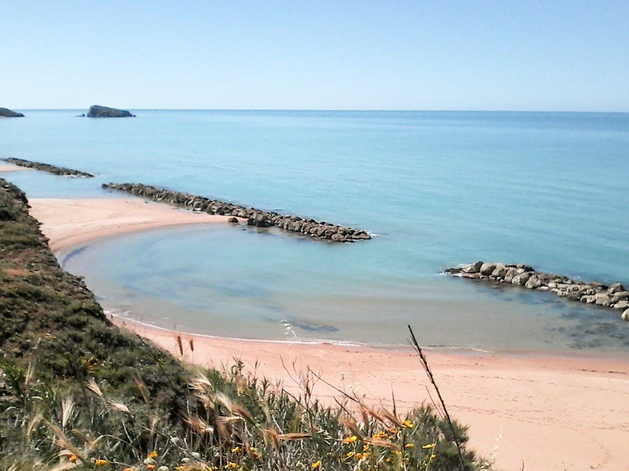 spiaggia di una piccola insenatura marina