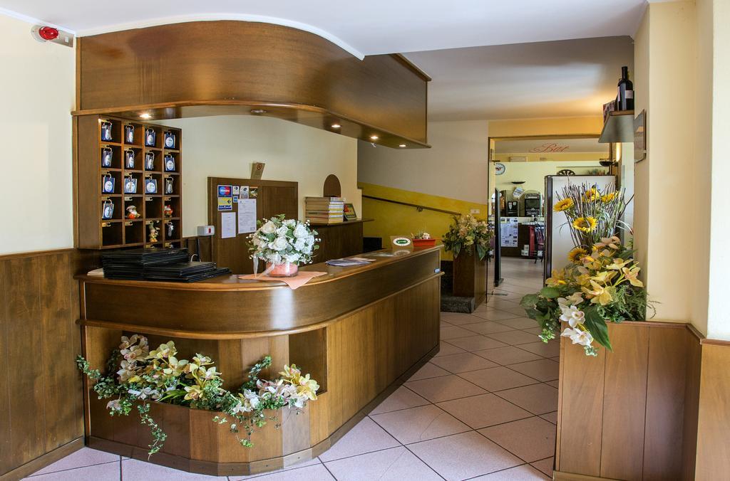 una reception di un albergo
