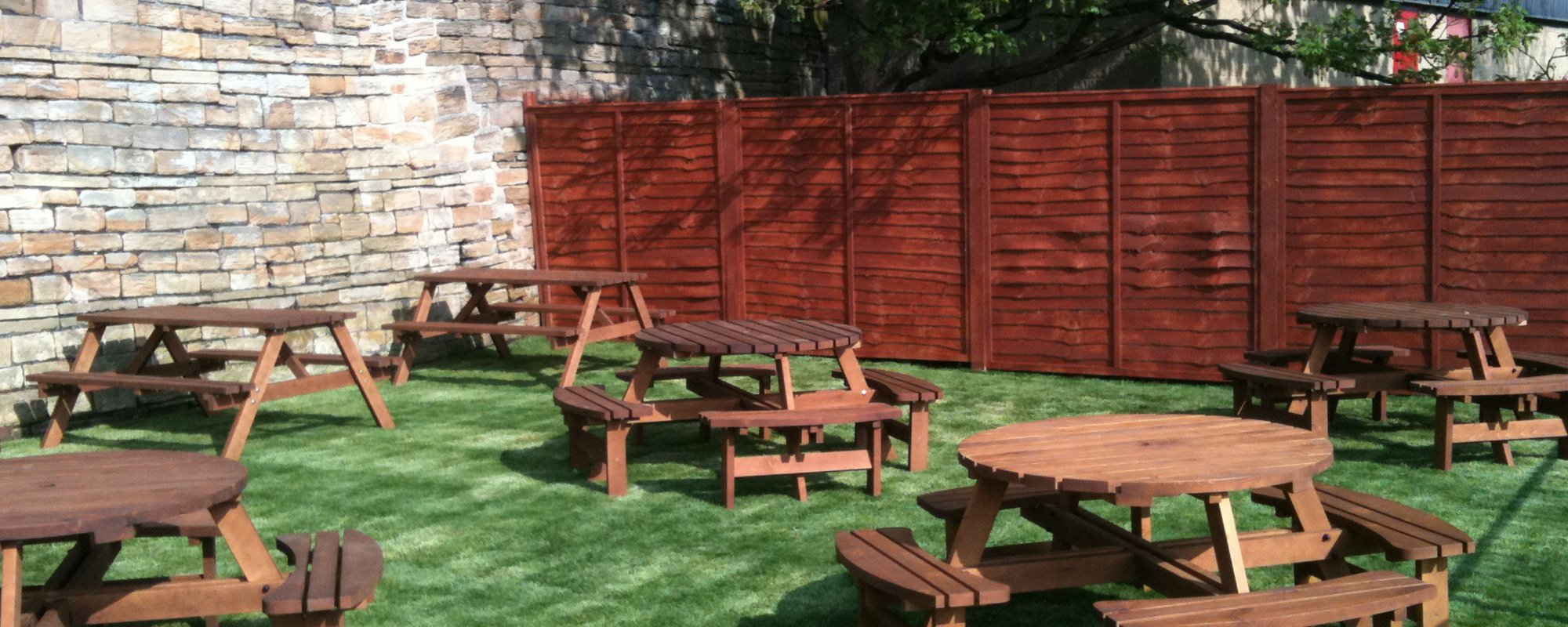 Exterior seating at The Pear Tree Inn