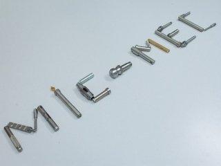 MIC-MEC scritto con viti
