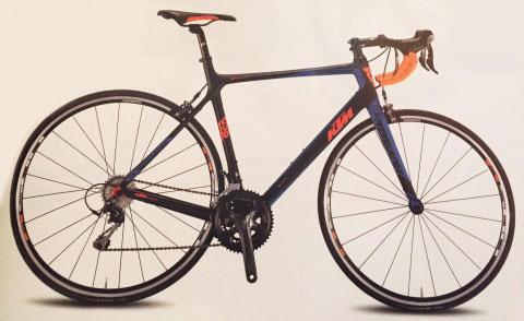 una bici da corsa KTM nera e arancione