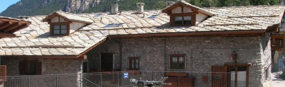 specializzata nel rifacimento di tetti in pietra e nella realizzazione di coperture e pavimentazioni