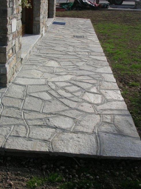 Pavimentazione di pietra per esterno abitazione.