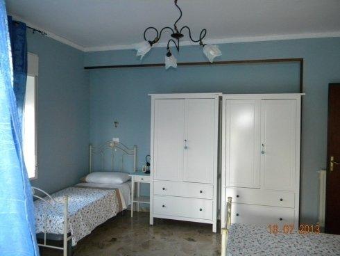 camera con armadi bianchi in casa di riposo