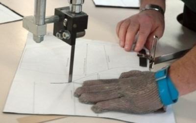 Taglio modello per tessuto