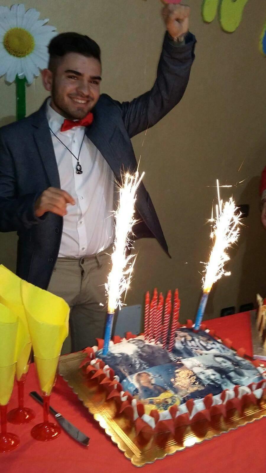 torta con candele accese
