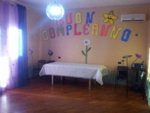 camera allestita per un compleanno