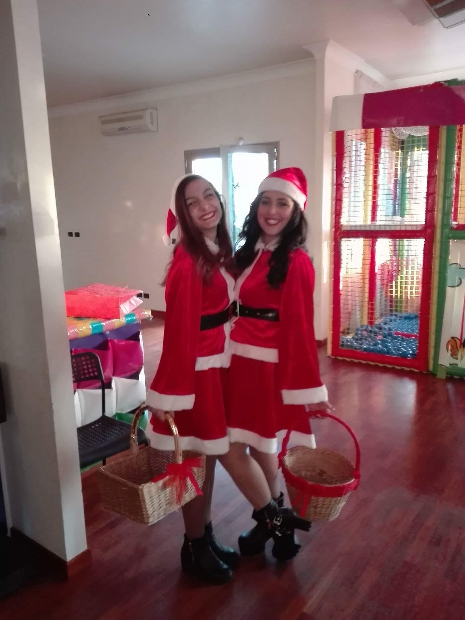 animatrici vestite da Babbo Natale