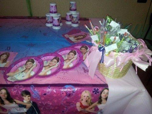 Tavolo allestito per compleanno