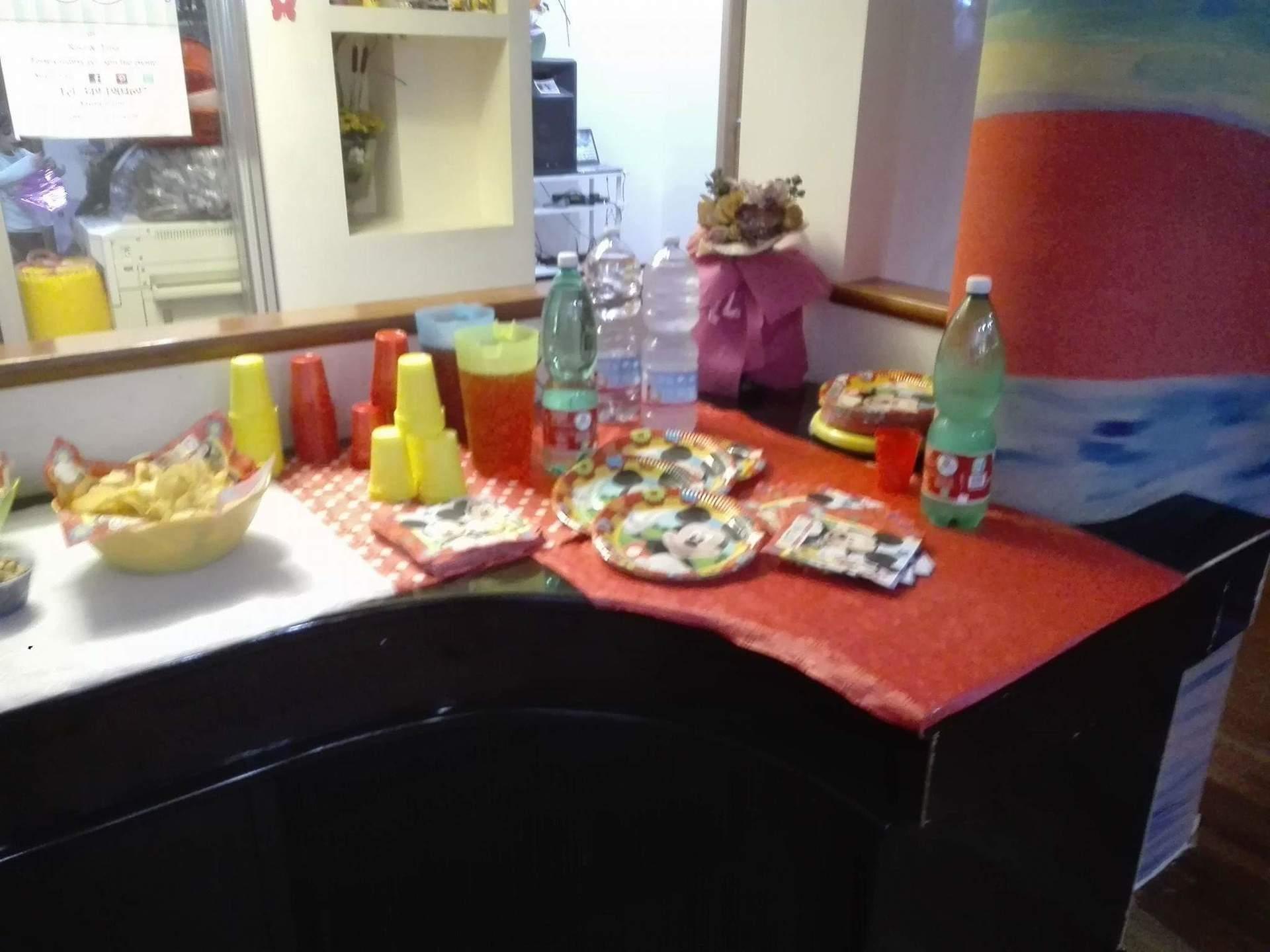 tavolo angolare per buffet
