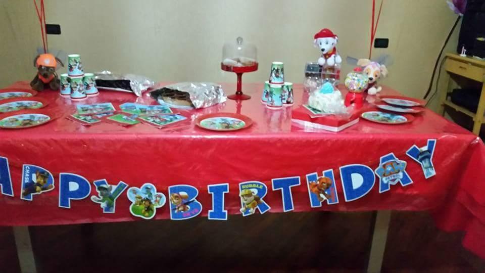 tavolo per il buffet del compleanno