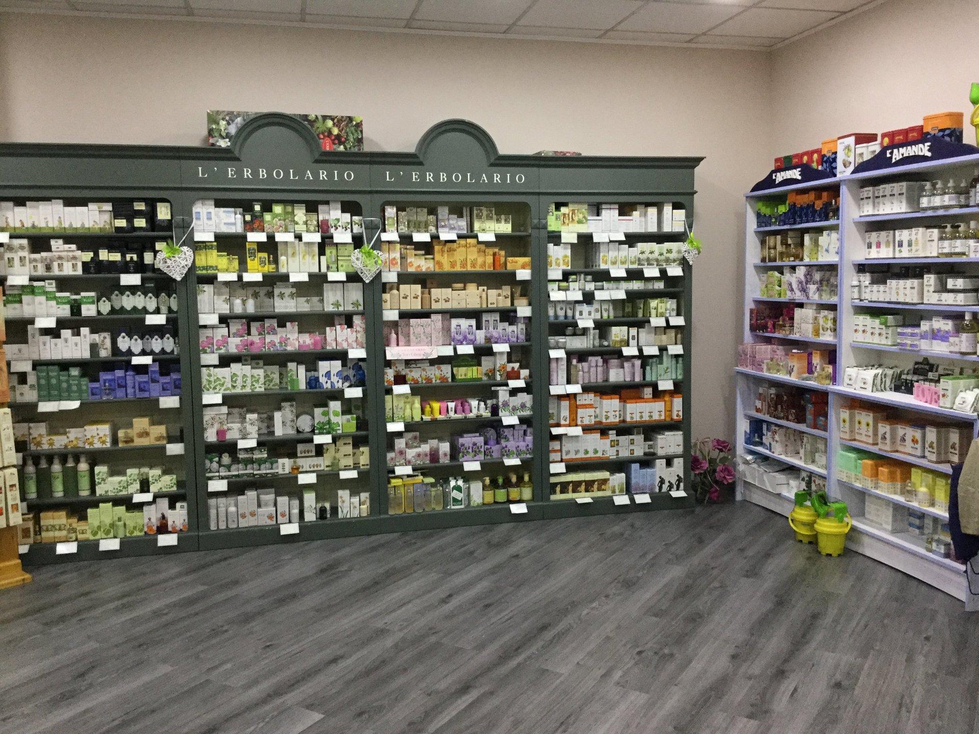 prodotti fitoterapici in esposizione