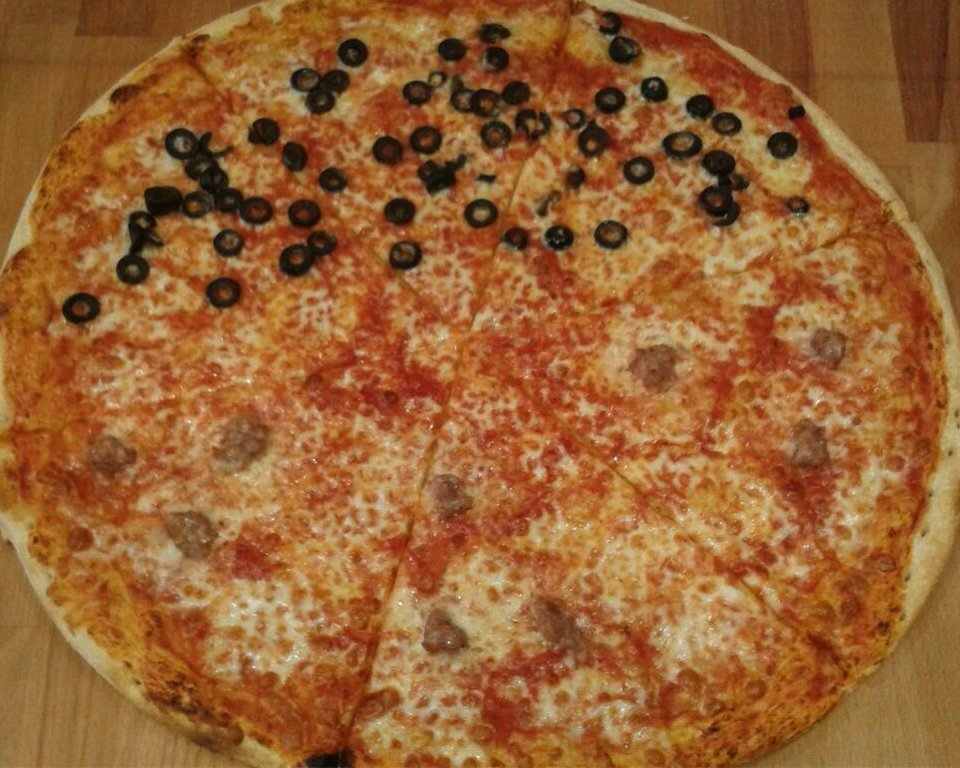 pizza olive e salsiccia