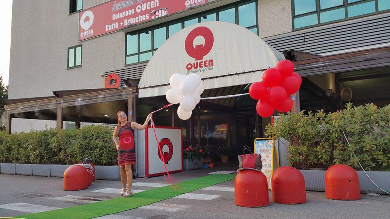hostess-inaugurazione-negozio QUEEN