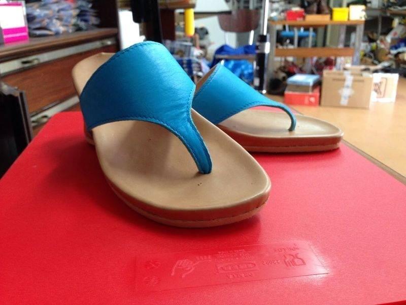 Sandali blu di donna fatte a mano e al cento per cento di pelle autentica