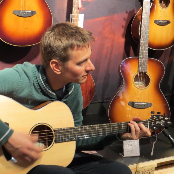 Sebbe Linotte test Breedlove gitaren Antwerpen