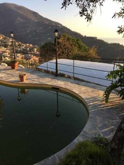 un laghetto artificiale è vista Selle montagne