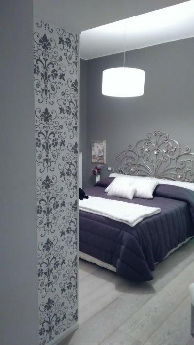 vista dal corridoio di una camera da letto