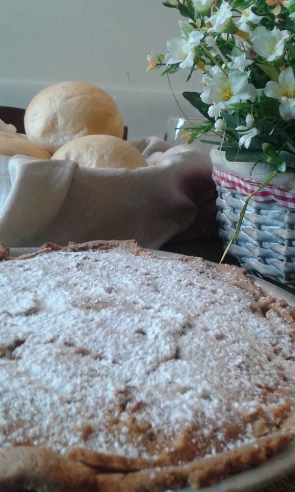 torta e cestino di pane