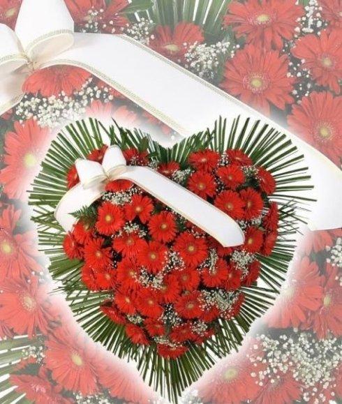 La San Giorgio si occupa di valorizzare gli allestimenti funerari con eleganti bouquet.